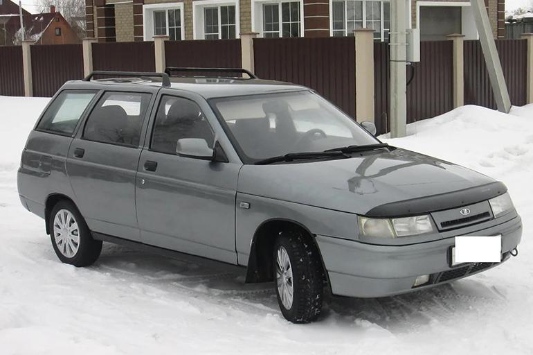 ВАЗ-2111 на зимней дороге