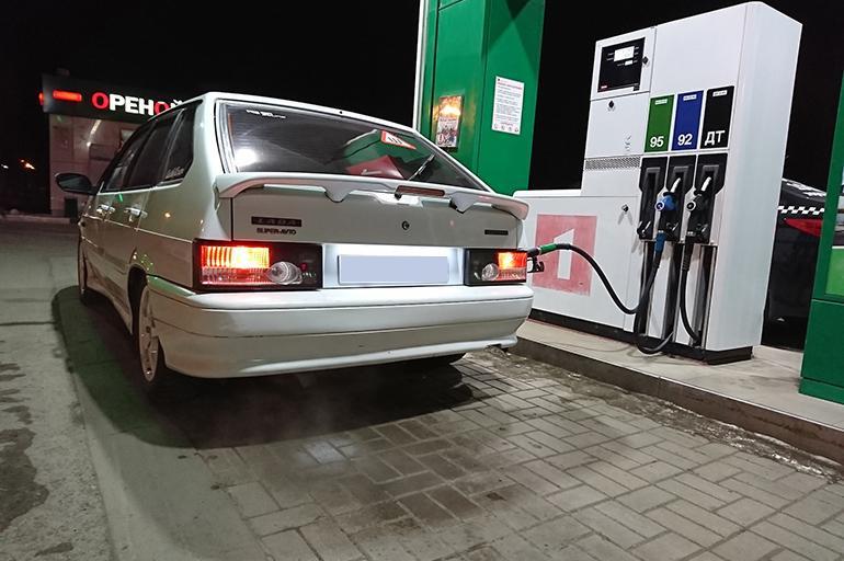 заправка топливом ВАЗ 2114