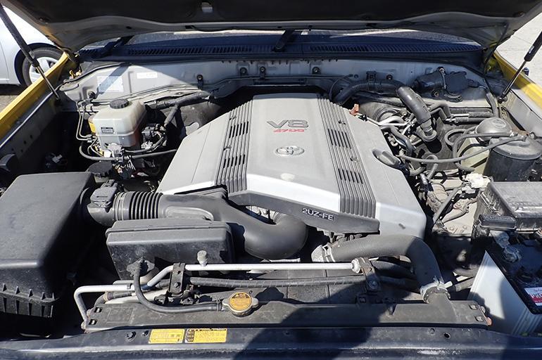Бензиновый двигатель 2UZ-FE на Тойота Ленд Крузер 200