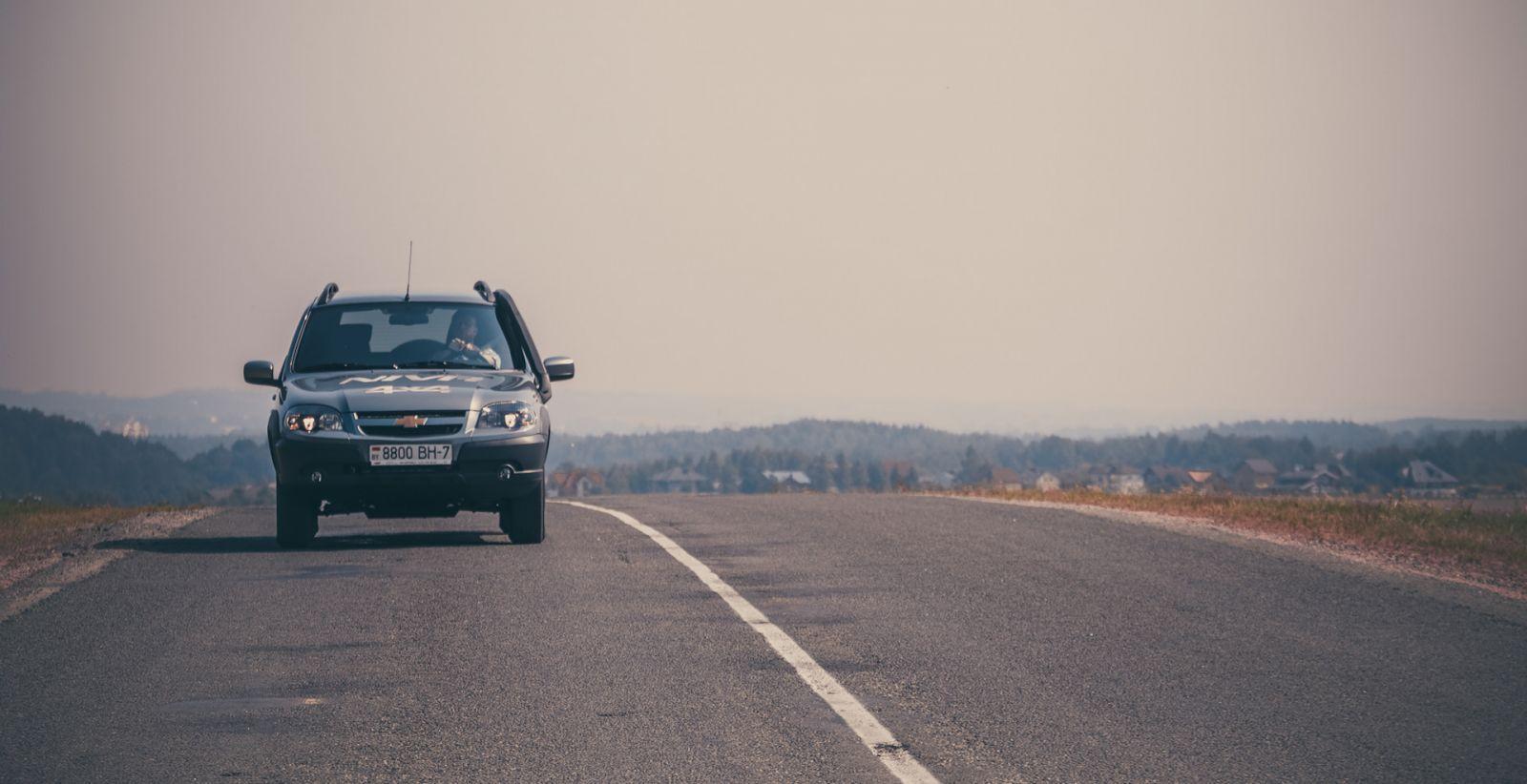 ВАЗ-2123 Chevrolet Niva на трассе