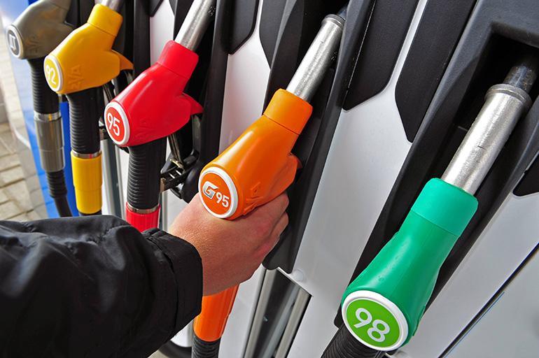 Отслеживать цены на бензин