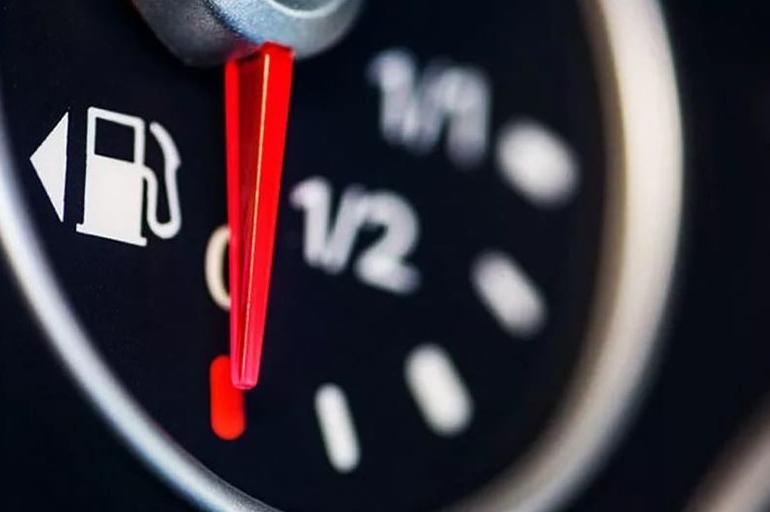 При позднем или раннем зажигании увеличивается расход топлива.