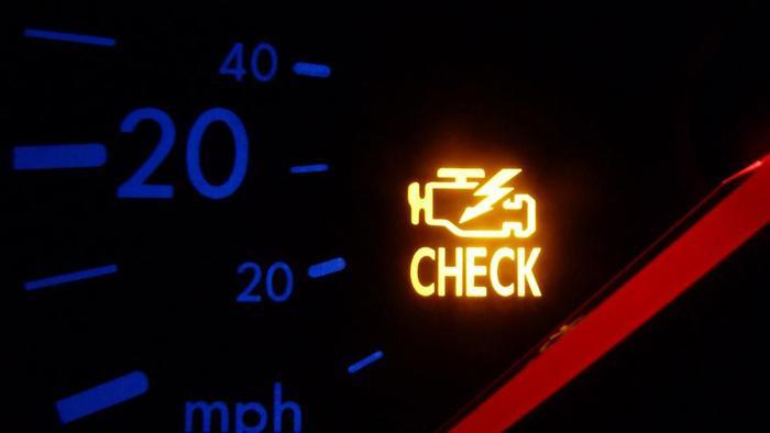 горящий Check Engine