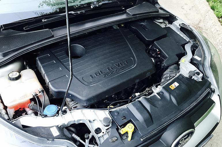 Моторный отсек Форд Фокус